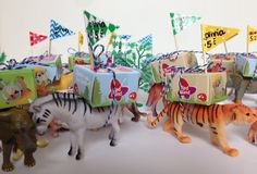 Beestenboel traktatie Kids Birthday Treats, Boy Birthday Parties, Girl Birthday, Diy For Kids, Gifts For Kids, Envelopes, Little Presents, Jungle Party, Party Treats