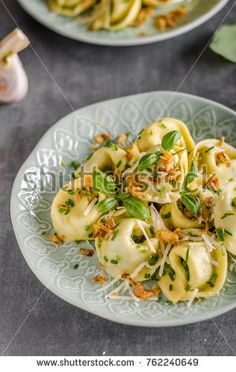 Stuffed Tortellini garlic and spinach with fried onion