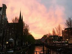 Sunset in Amsterdam. . . . #travel #travelling #instatravel #traveltheworld #amsterdam #holland #sunset #city #travel #beautiful #traveling