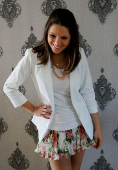 blazer branco e saia floral