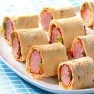 Fast party recipe: puff pastry with ham, salami, creme fraiche, grated Gouda. Party Food And Drinks, Snacks Für Party, Tapas, High Tea Sandwiches, Yummy Snacks, Yummy Food, Easy Cupcake Recipes, Tacos And Burritos, Finger Foods