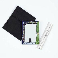 Espejo para bolso. Espejo de bolso con marco esmaltado a fuego.9 modelos distintos. Se sirven con una funda negra para resguardarlos. Al ser piezas únicas pueden existir ligeras diferencias con las mostradas en las fotos. Para otros colores, modelos, o cantidades contactar con el artesano.