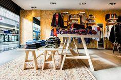 Barberà del Valles. Enero 2013  Philpark Baricentro store es la segunda tienda de la firma Philpark dentro de un centro comercial. ...