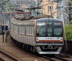 Tokyo Metro's series 10000 on the Tokyu Corporation. Express operation to Motomachi-Chukagai.