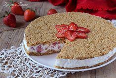 La torta fredda alle fragole è una cheesecake delicatissima, fresca e cremosa. Non contiene colla di pesce e non richiede cottura.