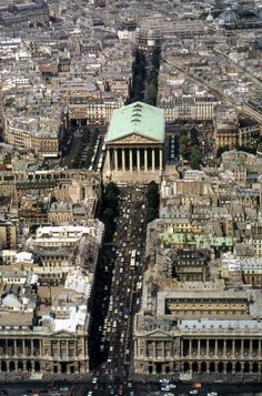 L'église de la Madeleine - Paris - revives the Classical Greek Temple model (via Roman era temple) in the century Tour Eiffel, Paris Monuments, Madeleine Paris, Places To Travel, Places To Visit, Paris City, World Cities, Most Beautiful Cities, City Streets
