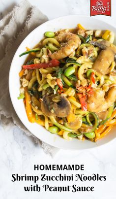 Zucchini noodles with shrimp, peppers, edamame, mushrooms, and spinach in a creamy peanut sauce. This shrimp zucchini noodles with peanut sauce is delicious. Peanut Sauce Noodles, Stuffed Sweet Peppers, Zucchini Noodles, Shrimp Recipes, Dinner Tonight, Healthy Recipes, Healthy Food, Creamy Sauce, Edamame