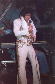 Elvis Presley In Concert Elvis Presley Last Concert, Elvis Presley 1977, Elvis Presley Photos, Suspicious Minds, Southern Gentleman, Urban Legends, Elizabeth Taylor, Lady And Gentlemen, Heavenly Father
