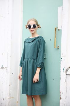 SOS SOS SOS #TWP Vintage Teal Green Bow Collar Smock-Dress is one of the FINAL two pieces remaining in TWP Vintage Exclusives Collection. Now we don't want to panic anyone but... This will be gone is no time at all. But to who???  http://www.thewhitepepper.com/collections/vintage/products/vintage-teal-green-bow-collar-smock-dress