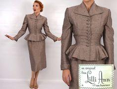 Lilli Ann Suit 1950er Jahre Taupe Seide von GlennasVintageShop