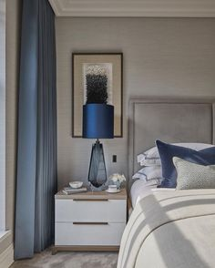 Nightstands, side tables, cabinets or chairs are some of the luxury bedroom furniture tips that you can find. Every detail matters when we are decorating our master bedroom, right? Luxury Bedroom Furniture, Master Bedroom Interior, Home Bedroom, Silver Bedroom Decor, Bedroom Styles, Luxurious Bedrooms, Interiores Design, Decoration, Living Room Decor