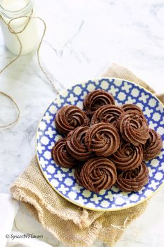 Eggless Nutella Cookies is a soft and chewy cookies made using 3 ingredients. no added sugar. 15 mins start to end. beginners baking. pressure cooker baking