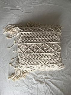 Most recent No Cost Macrame pillow Thoughts If you've already found out our own new macramé collection and you are hooked on it for this incr Boho Pillows, Diy Pillows, Decorative Pillows, Kilim Pillows, Throw Pillows, 20x20 Pillow Covers, Pillow Cases, Pillow Thoughts, Diy Crafts To Do