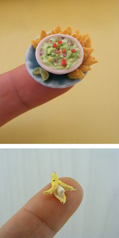 Now that's what you call finger food! Artists creates mouthwatering miniature me.Now that's what you call finger food! Artists creates mouthwatering miniature meals (but it's a shame you can't eat them) Artist Shay Aaron created Cute Polymer Clay, Cute Clay, Polymer Clay Miniatures, Polymer Clay Crafts, Dollhouse Miniatures, Miniature Crafts, Miniature Food, Miniature Dolls, Barbie Food