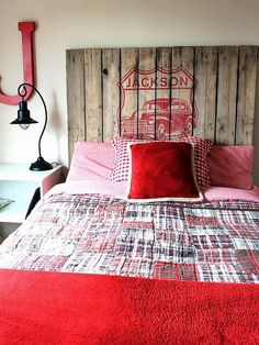Pallet headboard for boy's room: Jackson<3