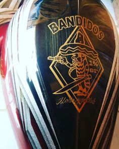New paint work on gas tank Biker Clubs, Bikers, Photo And Video, Artwork, Painting, Instagram, Baddies, Work Of Art, Auguste Rodin Artwork