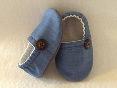 Gender neutral denim crib shoes, baby booties, denim blue chambray fabric shoes, toddler denim shoes, baby slippers boy girl soft sole shoes – Baby For look here Baby Crib Shoes, Cute Baby Shoes, Chambray Fabric, Denim Fabric, Baby Booties, Booties Crochet, Baby Sandals, Denim Shoes, Baby Slippers