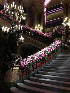 Totally elegant.LOVE the whole setting...staircase,flowers and chandelier.