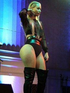 WWE Chyna lesbienne sexe