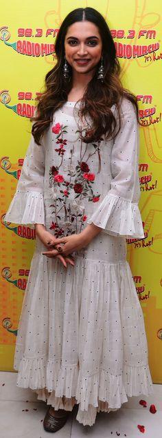 Padmaavat promotions Churidar, Anarkali, Pakistani Kurta, Indian Kurta, Kurta Designs Women, Blouse Designs, Kurtha Designs, Blouse Styles, Long Kurti Patterns