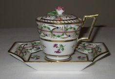 FINE EARLY 19TH CENTURY DIHL ET GUERARD OLD PARIS PORCELAIN CUP ON FIXED STAND (03/28/2012)