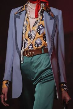 See detail photos from the Gucci Spring 2017 show at Milan Fashion Week. 70s Inspired Fashion, 70s Fashion, Look Fashion, Runway Fashion, High Fashion, Fashion Show, Fashion Outfits, Womens Fashion, Fashion Design
