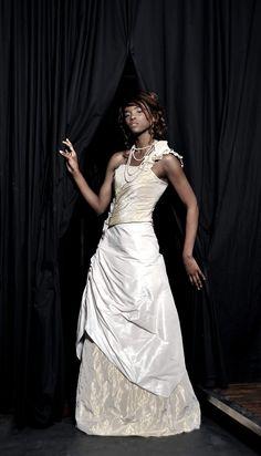 Robe de mariée taffetas beige dorée Photographe: Xavier Claes