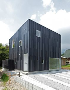 The N-House by TOFU in Shiga, Japan is a compact, modern home surrounded by plentiful natural beauty. New Modern House, Cedar Paneling, Metal Cladding, Wall Cladding, Roof Beam, Box Houses, Small Houses, Narrow House, Weekend House