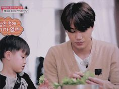 Taeoh feeding Jongin the lettuce when he realized there was no meat in it 1/2