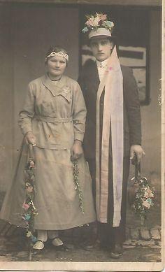 Vintage Wedding Photos, Vintage Weddings, Colored Wedding Dress, Wedding Dresses, Statue, Brides, Painting, Art, Bride Dresses