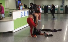 Nikolpress: Γδύθηκε στο λόμπι νοσοκομείου γιατί δεν έμεινε ευχ...