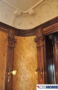 1908 Colonial Revival, Omaha, NE found on Old House Dreams blog.  Beautiful fold wallpaper, it glows and is radiant, then there is the woodwork, to die for.