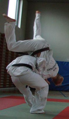 """Hummel Taekwondo dragt model """" Victory"""" er dragten til dig der vil have det bedste, samtidig med et frækt design"""