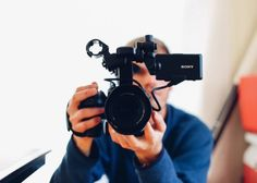 Video marketing has taken the content marketing world by storm. Think video is out of reach for your business? Here are 7 surefire ways to use video that will change your mind! Great Videos, You Videos, Viral Videos, Videos Video, Video Channel, Marketing Digital, Content Marketing, Affiliate Marketing, Media Marketing