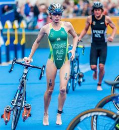 the female form when associated with sport and fitness Womens Workout Outfits, Sport Outfits, Triathlon Women, Cycle Chic, Road Bike Women, Olympic Athletes, Bicycle Girl, Sporty Girls, Athletic Women