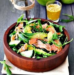 Salata de rucola cu somon afumat si avocado