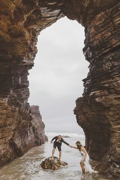 Such a gorgeous shot of this adventurous couple by Ed Peers via june.bg/1jvlull