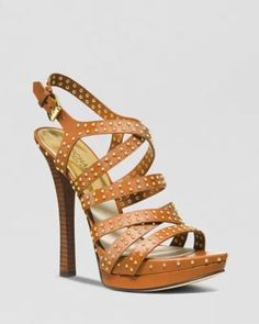 Find the most favorite gifts-MK bags, I want them so much! Michael Kors Outlet, Michael Kors Shoes, Handbags Michael Kors, Mk Bags, Shoe Show, Platform High Heels, Shoe Art, Sneaker Boots, Glamour