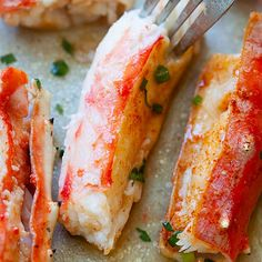 Baked King Crab - King crab is everyone's favorite crustacean and this king crab recipe is baked with Sriracha lemon butter. The crab legs are so juicy, sweet, and perfect for the holidays and special occasions! Bake Crab Legs Recipe, King Crab Recipe, Crab Bake, Seafood Boil Recipes, Crab Recipes, Seafood Dishes, Sauce Recipes, Cooking Recipes, King Crab Legs