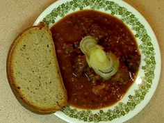 Chalupářský guláš je tradiční české jídlo, které je navíc jednoduché a na ingredience nenáročné. Náš recept je...