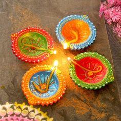 Diwali Diya, Diwali Craft, Diwali Gifts, Diya Decoration Ideas, Diy Diwali Decorations, Flower Decorations, Cd Crafts, Diy And Crafts, Arts And Crafts