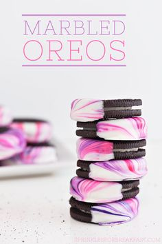These DIY Marbled Oreos are super easy to make and they look pretty amazing too! | Sprinkles for Breakfast