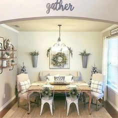 33 Popular Modern Farmhouse Dining Room Design Ideas - Home Bestiest Dining Room Design, Modern Farmhouse Dining Room, Shabby Chic Living Room, Dining Room Wall Decor, Chic Living Room, Home, Farm House Living Room, Farmhouse Dining Rooms Decor, Home Decor