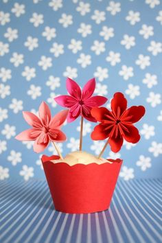 Paper flowers cupcake toppers