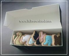 Felt Animal Cookies in Cookie Jar. Felt Animal Cookies in box. Felt Animal Cookies in lunch b. Felt Christmas Ornaments, Christmas Diy, Christmas Things, Cool Diy, Frosted Animal Crackers, Felt Food Patterns, Animal Patterns, Felt Play Food, Brown Bird