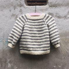 Ravelry: Babette Sweater pattern by PixenDk Knitting For Kids, Baby Knitting Patterns, Knitting Stitches, Baby Patterns, Knit Or Crochet, Crochet For Kids, Stockinette, Baby Wearing, Diy Baby