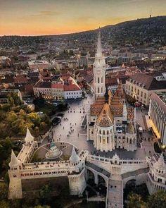 Hermosa toma de la Iglesia de Matías en Budapest, Hungría.