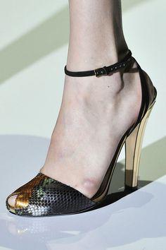 Gucci Spring 2012 rtw #snake #gold #peeptoe