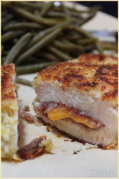 Cordon bleu maison 1 escalope de poulet, 1 tranche de cheddar pour moi (mais ça peut être du parmesan, du comté, mozzarella, fromage à croque monsieur...), 1 demie tranche de jambon cru (ou de jambon blanc, salami...)