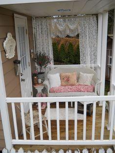 Shabby Chic Tiny Retreat: Hosting a party in a tiny house